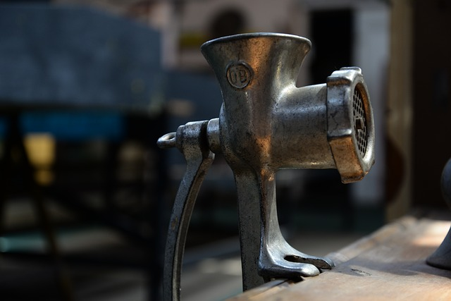 How to assemble manual meat grinder